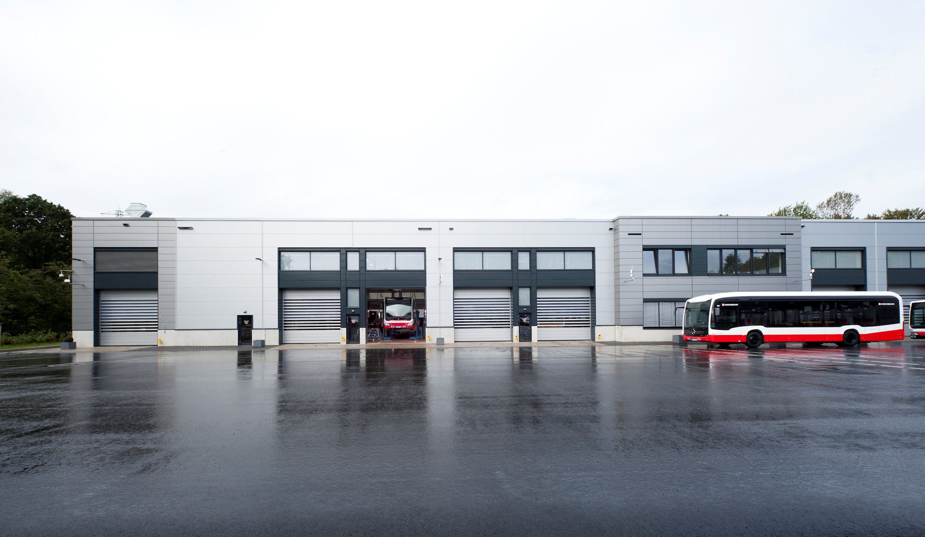Busbetriebshof Alsterdorf mit Schnelllauftoren