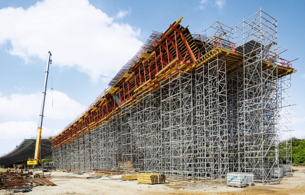Auf die Schalung abgestimmte Stützkonstruktionen.