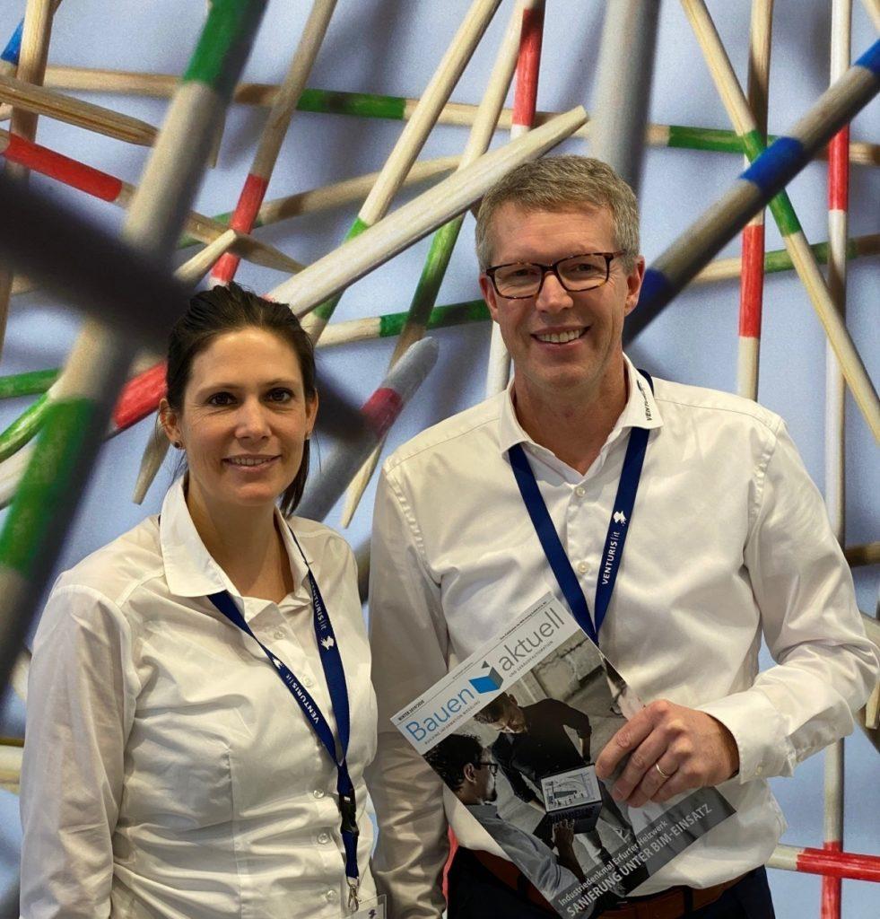 Konzeptstudien erstellen mit neuartiger Software: Sabrina Lenz, Leiterin Marketing, und Holga Schwipp, Geschäftsführer Venturis-IT GmbH, auf der digitalBAU