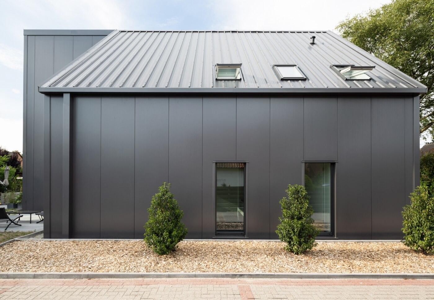 Das Dach Wurde Mit Modernen: Sandwichpaneele Für Die Fassade Von Kingspan