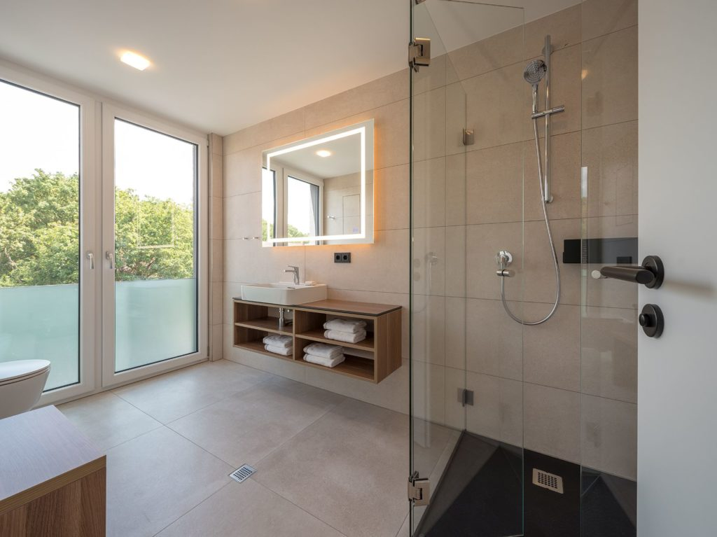 Apartment-Haus: Badezimmer