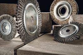 Technische Bürsten im Bauwesen: Ausreinigen von Trenn- und Dehnungsfugen