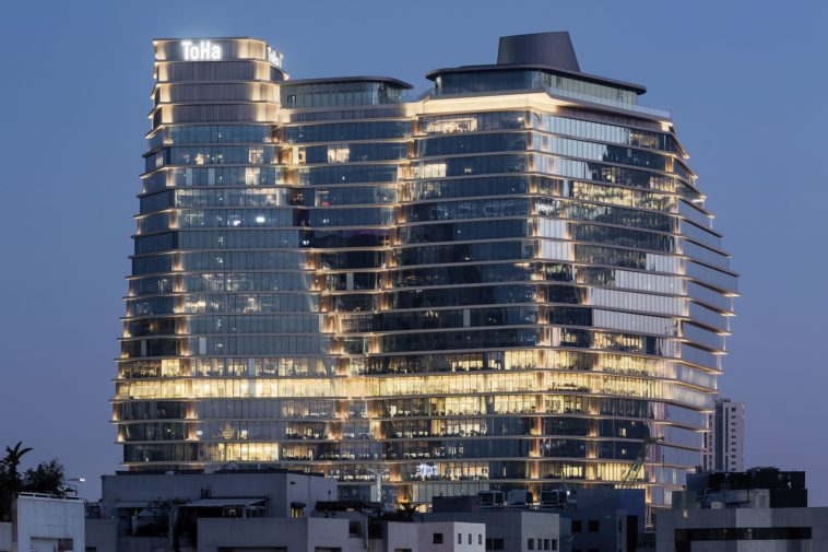 Closed-Cavity-Fassade für den ToHa Business Tower 1