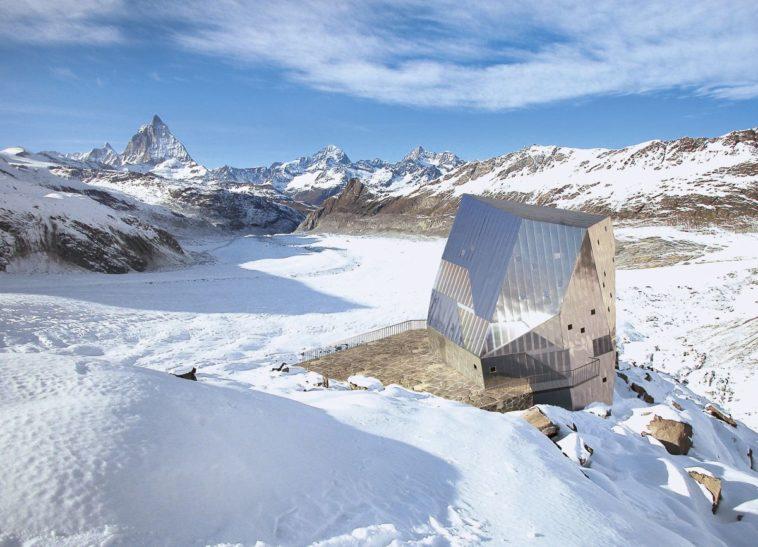 Berghütte mit energie-effizienter Batterielösung