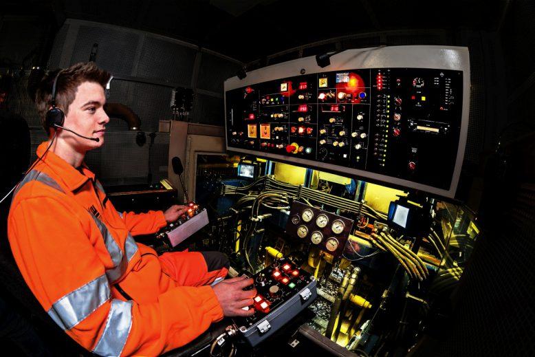 leonhard_weiss-cockpit1