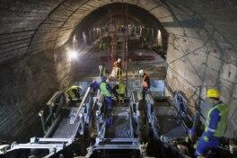 U-Bahn-Stationen mit Mobilitätslösungen von thyssenkrupp Elevator