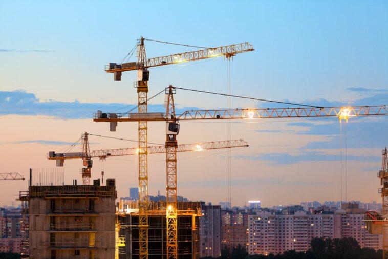 Baukran: Wie Gilbane mit IoT und AI wertvolle Daten für das Baustellenmanagement gewinnt